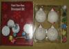 Het Schilderen DIY Ballen voor de Giften van Kerstmis van Jonge geitjes