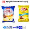 Подгонянные картофельные стружки упаковывая мешок упаковки еды мешка