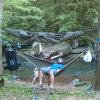 キャンプのハンモックのテントのカーペットのテントを折って、屋内ハンモックの椅子をハンモックに入れてつるしなさい
