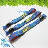 Braccialetti promozionali tessuti dei Wristbands di prezzi bassi con la scheda di Pladtic