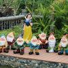 큰 정원 훈장 눈 백색 왜성 유치원 만화 정원 FRP 조각품 수지는 디즈니를 만든다