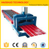 機械、生産ラインを形作る金属の屋根瓦ロール