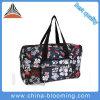 Le sport en plein air de femmes portent le sac d'emballage de polyester de week-end de voyage