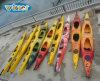 二重海のカヤックを旅行する中国の勝者のプラスチック