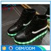 O diodo emissor de luz do corte da elevação da qualidade superior ilumina acima sapatas dos homens