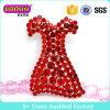 装飾のためのカスタム贅沢で明らかで赤いラインストーンの服の形のブローチ