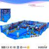 Oceaan die de BinnenPunten van het Speelgoed van de Speelplaats Plastic beklimmen