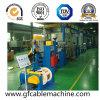 Máquina expulsando da extrusora do cabo de fio do PVC