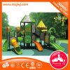 Im Freienspielplatz-Kind-Spielplatz-Gerät im Bezirk angemessen