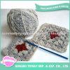 Senhora personalizada da forma que tricota manualmente o saco do punho do projeto