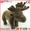 子供か赤ん坊または子供のChirstmasによって詰められるおもちゃのプラシ天のトナカイ