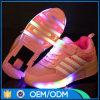 Constructeur de chaussures allumant les chaussures instantanées lumineuses de gosse de patin de rouleau de DEL