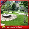 庭の芝生を美化するための人工的な庭の草