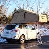 2人のキャンバスのキャンプテントの屋外のキャンプのキャンバスのテント