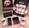 2016 meistgekauftes 8 Farben neues Kylie Jenner Lippeninstallationssatz-Glanz-Lippenstift-+ Lippenzwischenlage-Samt Boxset Mattlippenstift-wasserdichtes Verfassungs-Lippenstift-Set
