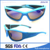 Reiner hellblauer Rahmen-kühle im Freiensonnenbrillen mit widergespiegeltem Objektiv