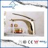 磨かれた金の浴室のための真鍮の洗面器の混合弁