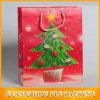 木の印刷の装飾的なクリスマスの紙袋