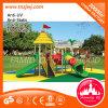 Kind-Schauspielhaus-Spielzeug-im Freienspielplatz-Plättchen