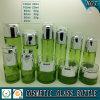 Покрашенный зеленым цветом косметический стеклянной опарник стекла бутылки и косметики