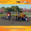 Campo de jogos ao ar livre dos miúdos pequenos atrativos relativos à promoção com corrediças