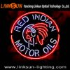 Segno al neon indiano rosso dei petroli di motore