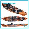Se reposer sur le kayak supérieur de pêche maritime avec le bateau à voile de pédales avec le système de gouvernail de direction