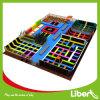 Sosta dell'interno commerciale del trampolino di Liben grande da vendere