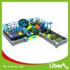 Città esterna di Used Children Play in pubblico Park