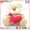 Urso do animal enchido do dia do Valentim