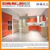 Lustre del rojo hola y cabina de cocina con estilo