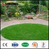 Jardín al aire libre que ajardina el césped artificial