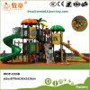 O campo de jogos ao ar livre popular desliza para crianças