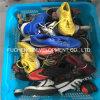 Verwendete Schuhe und Kleidung für Afrika-Markt
