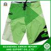 Shorts della spiaggia degli uomini verdi per usura di estate