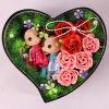 De in het groot Gift van de Dag van de Partij of van de Valentijnskaart van het Huwelijk nam de Bloem van de Zeep in collocatie plaatst de Doos van de Gift van Doll toe