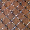 電流を通されたチェーン・リンクの塀中国製