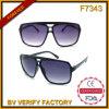 Les aperçus gratuits peuvent offrir des lunettes de soleil en plastique