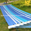 Hammock da listra azul com propagação da madeira