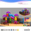 子供(VS2-170113-33)と普及した2016年のおとぎ話の城シリーズ屋外の運動場