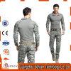 As forças armadas táticas ao ar livre camuflam o terno do combate da râ do exército da camisa