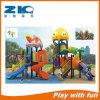 Игрушки парка атракционов оборудования спортивной площадки школы