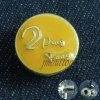 Кнопка кнопки желтого металла способа для пальто