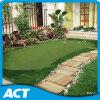 Зеленый цвет искусственной травы гольфа кладя