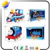 Criança pouco brinquedo motorizado luz do trem de Thomas do rodízio