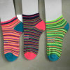 Knöchel-Polyester-preiswerte Streifen-Socke der Frauen