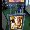 Blocco per grafici della foto A4 che appende la finestra di visualizzazione A4 Advertis