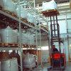 Racking del magazzino con il caricamento del fascio di casella