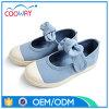 La proue neuve de 2017 de ciel filles de bleu chausse les chaussures de toile occasionnelles de boucle