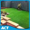 훈장 Lx50를 위한 뗏장 잔디를 정원사 노릇을 하는 합성 정원